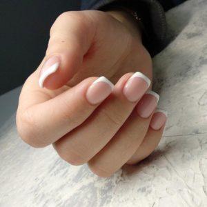 Наращивание ногтей с дизайном френч